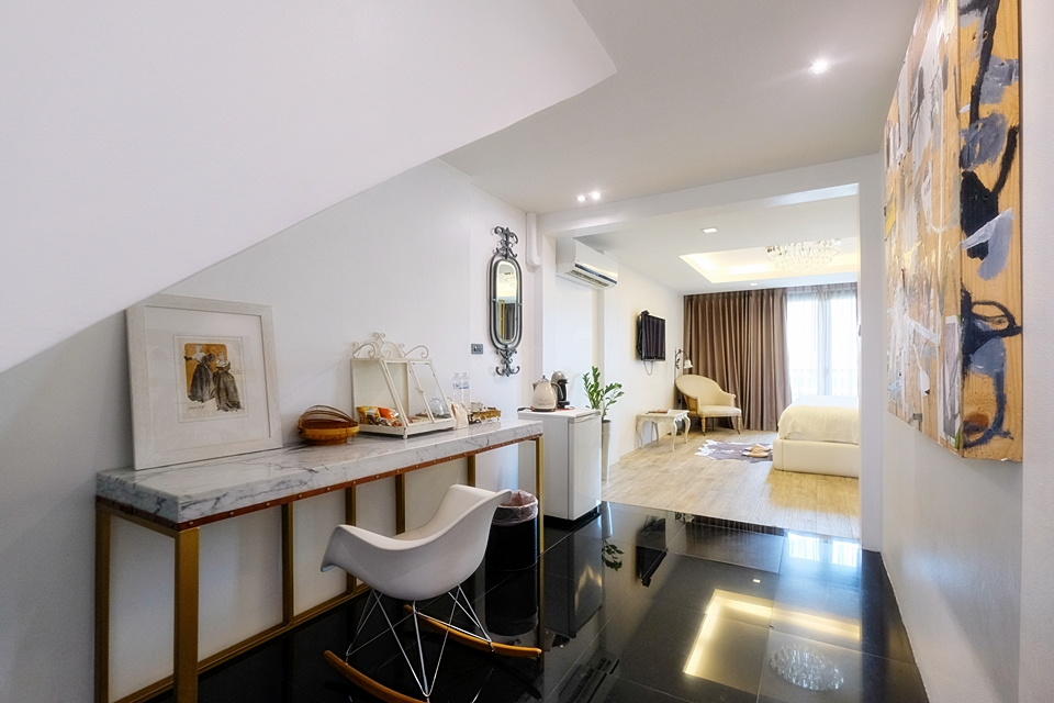 JUNIOR SUITE (WHITE)